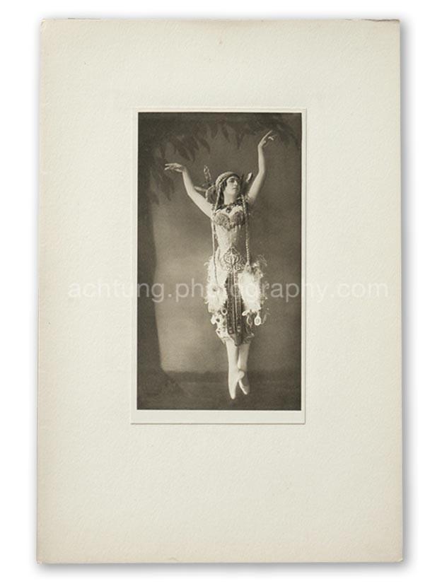 Plate 01, E.O. Hoppe, Tamara Karsavina in the Firebird (Madame Thamar Karasavina, L'Oiseau de Feu), 1911, image size 19.4 x 10.8 cm paper size 20.4 x 11.6 cm