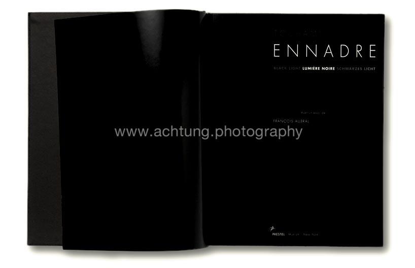 Touhami_Ennadre,_Black-Light_Lumiere_Noire_Schwarzes_Licht_00